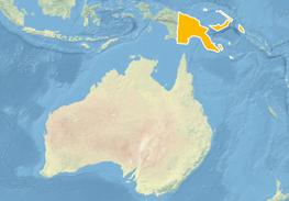 Ausschnitt von Weltkarte in hellen Blau-, Beige- und Grüntönen. Nördlich von Australien sind Inseln/Inselteile orange markiert.